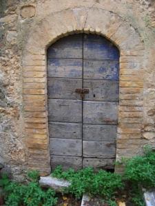 Abruzzo-blue door